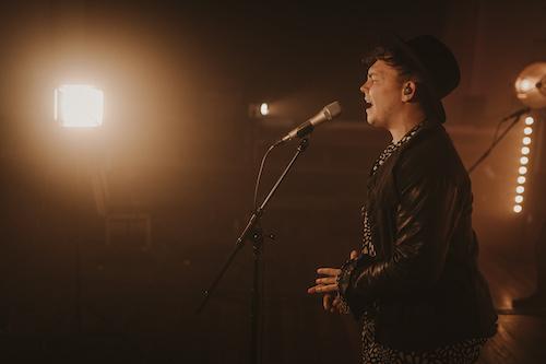 audio-sugar-live-singer